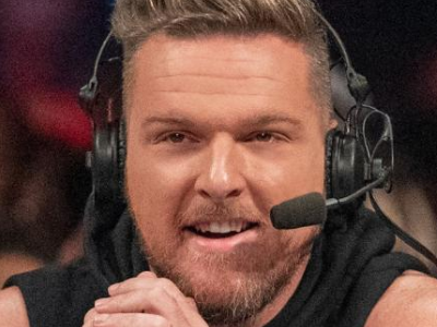 Pat McAfee taking Corey Graves' commentary spot on WWE Smackdown